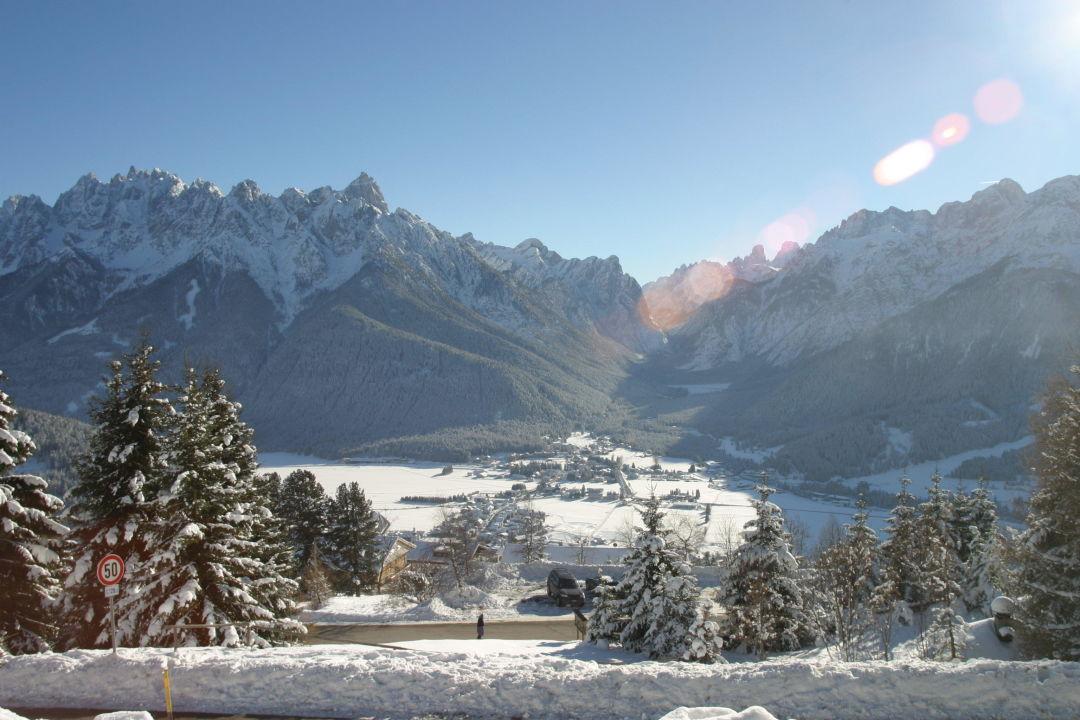 Blick über Toblach ins Höhlensteintal Hotel Sonne