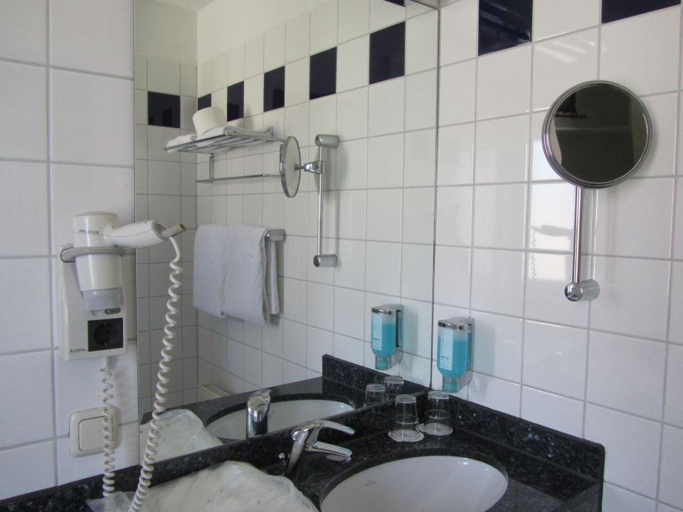 Badezimmerausstattung  Badezimmerausstattung