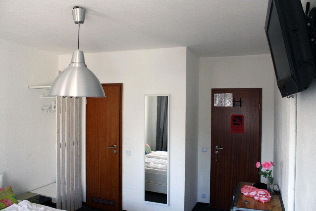 bild sch ne gemeinschaftsterrasse zu pyjama park hotel. Black Bedroom Furniture Sets. Home Design Ideas