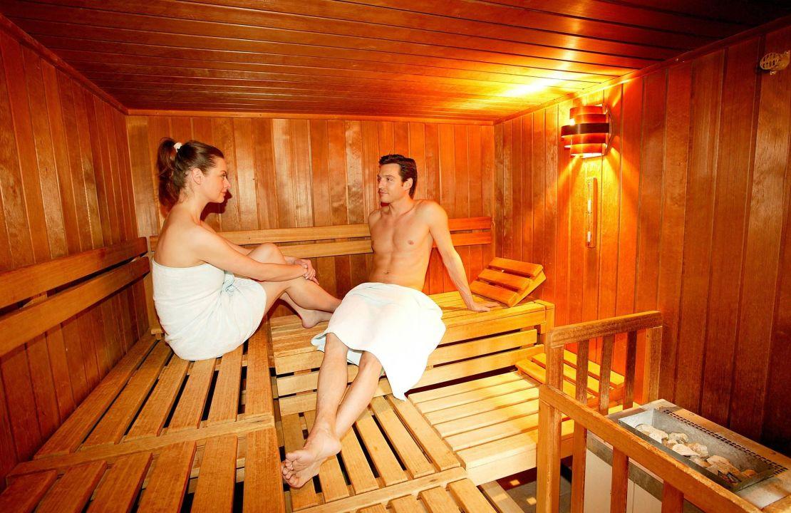 spa bereich sauna hotel zugspitze garmisch. Black Bedroom Furniture Sets. Home Design Ideas