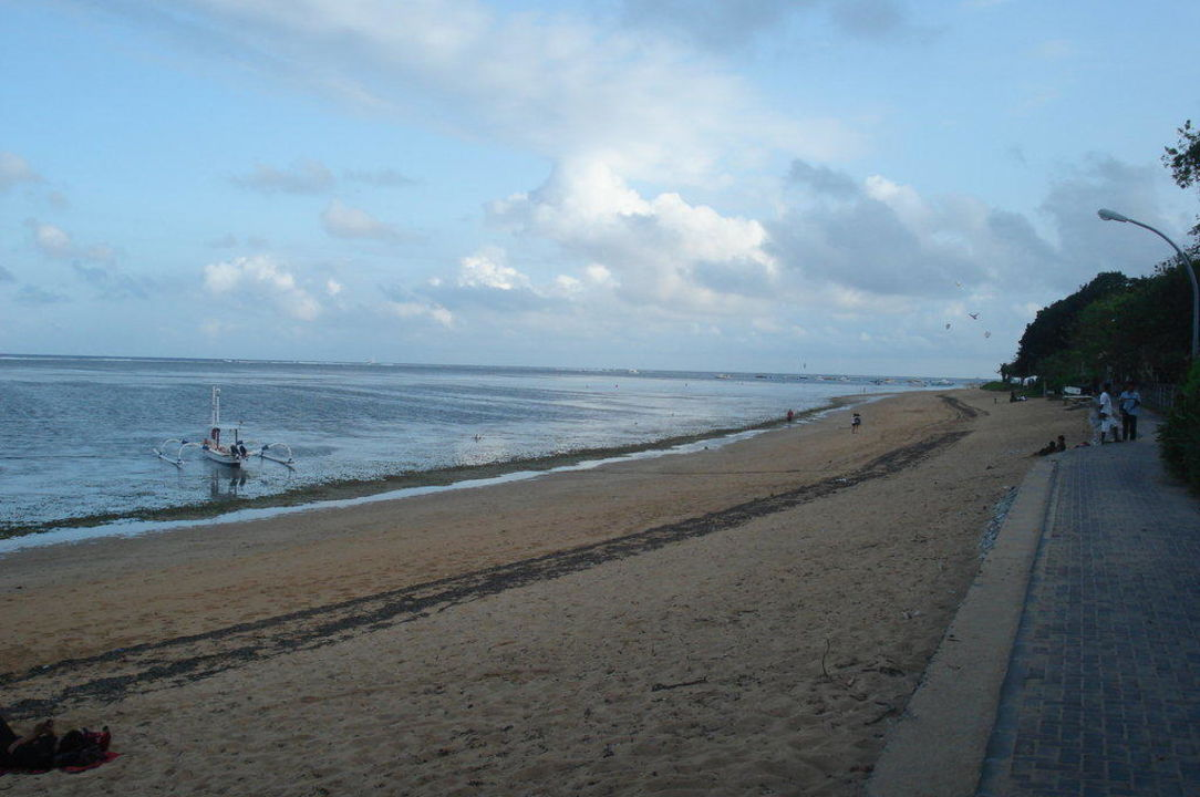 Strand mit Promenade vor dem Hotel Hotel Peneeda View