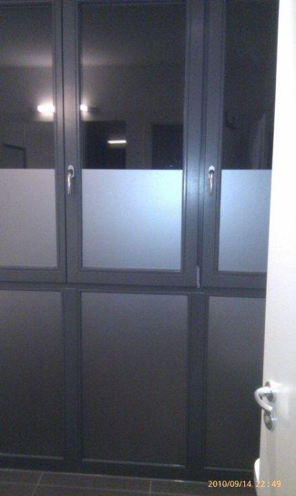 Bodentiefe Fenster Im Badezimmer Mit Vorhang H Hotel 4youth