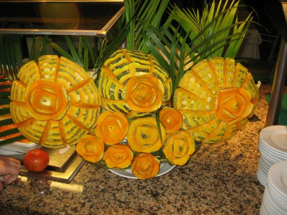 Buffet-Deko Blume Playa Bachata Resort