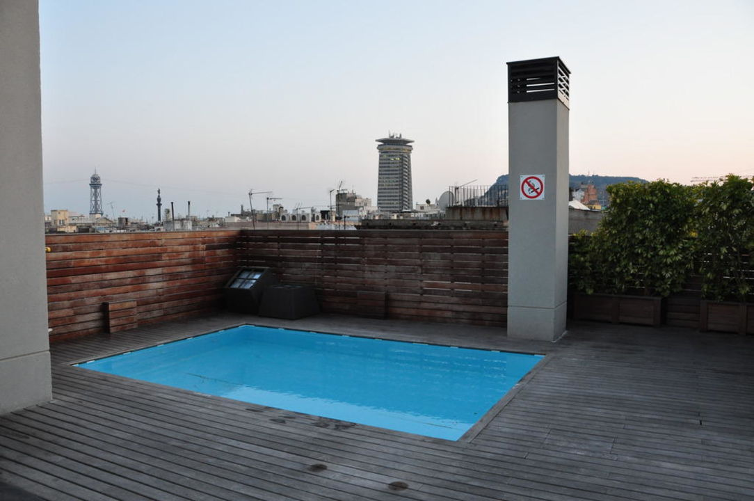 Dachterrasse mit Minipool Hotel Catalonia Avinyo