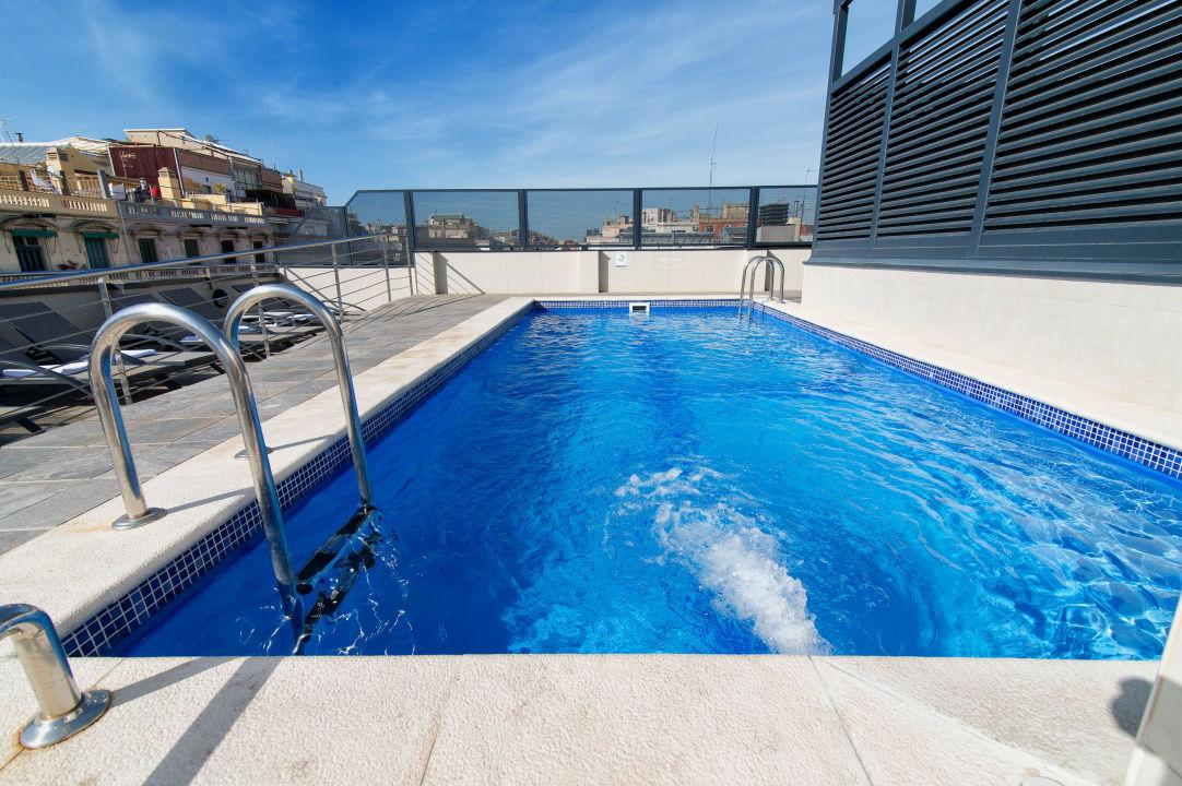 Outdoor swimmingpool Sunotel Club Central