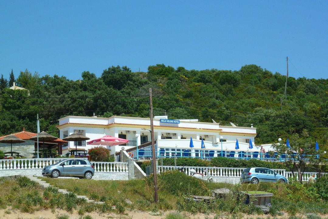 blick vom wasser zum hotel hotel belle helene beach agios georgios pagi holidaycheck. Black Bedroom Furniture Sets. Home Design Ideas