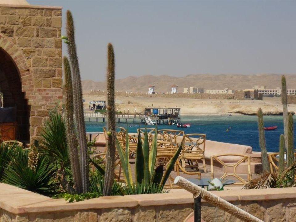 Blick in die Berge hinter dem Hotel Mövenpick Resort El Quseir