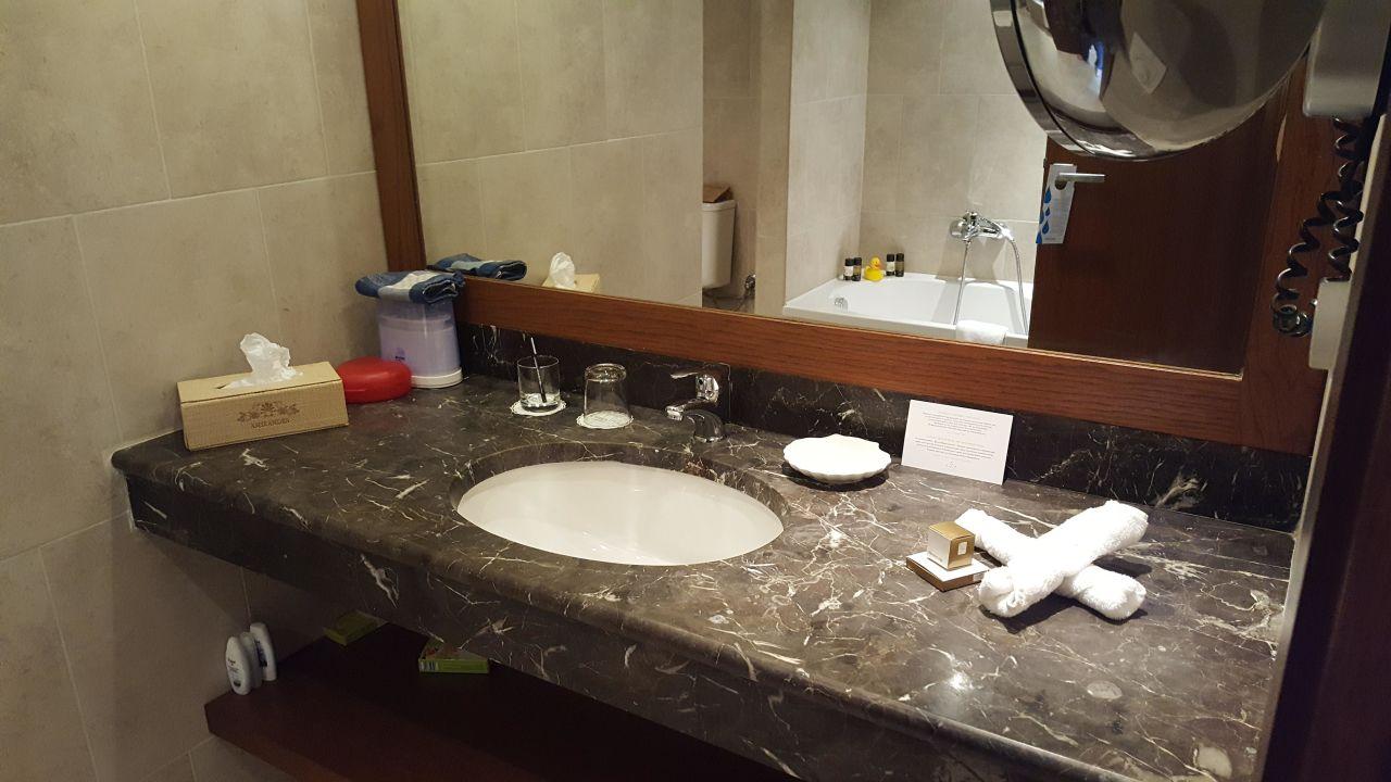 """bild """"badezimmer """" zu grecotel exclusive resort amirandes in gouves"""