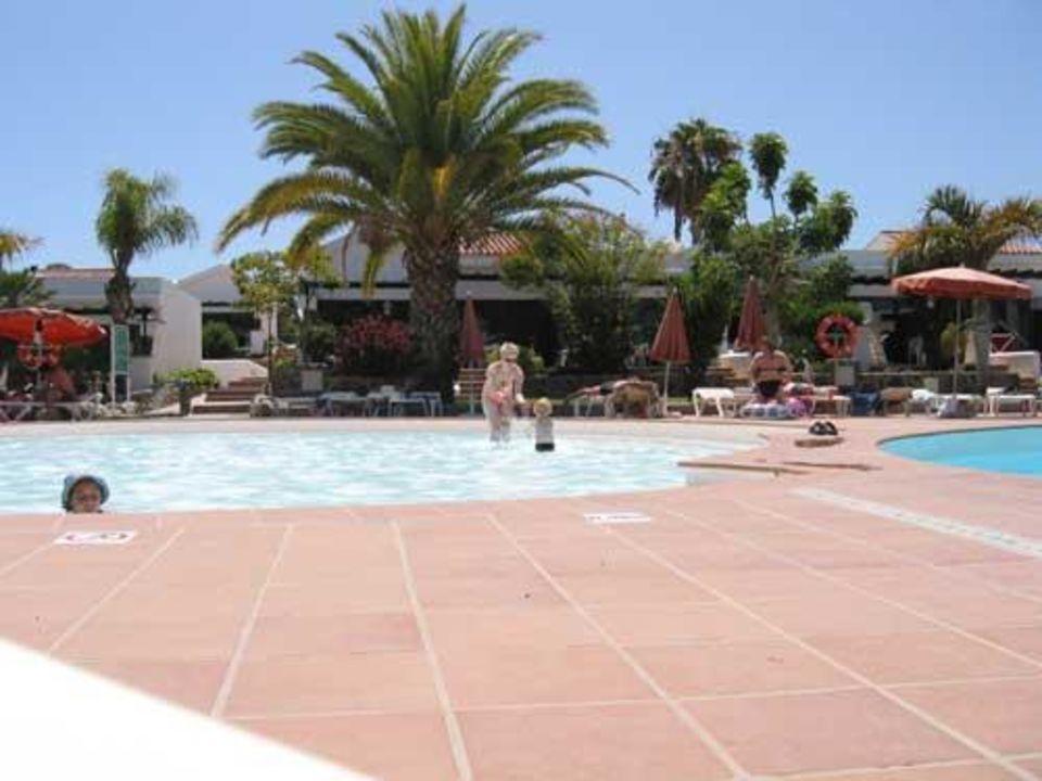 Der Pool mit aufsicht auf die Vorderen Apartments - Maspalom Hotel Maspalomas Lago