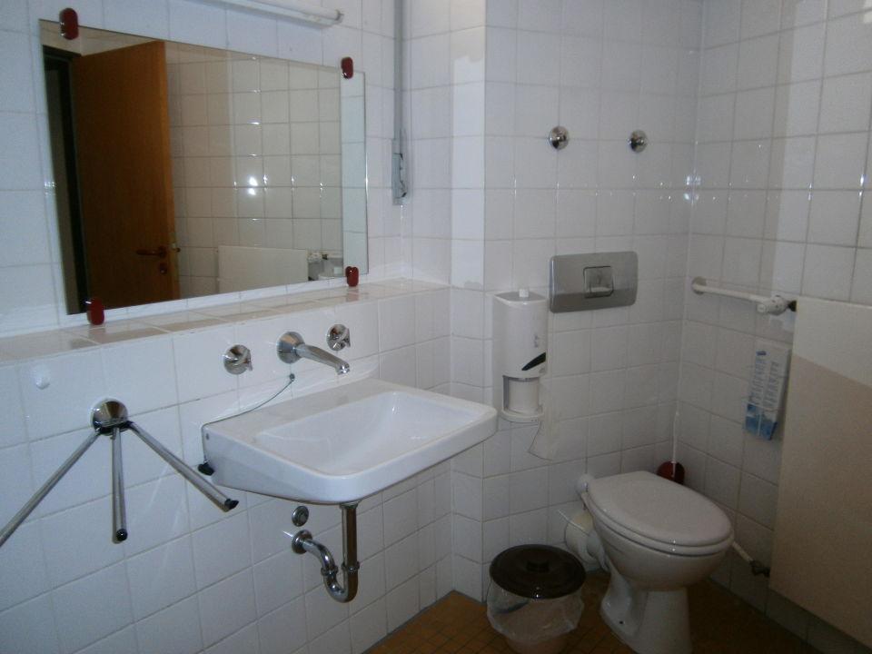 Badezimmer Jugendherberge Berlin   Am Wannsee