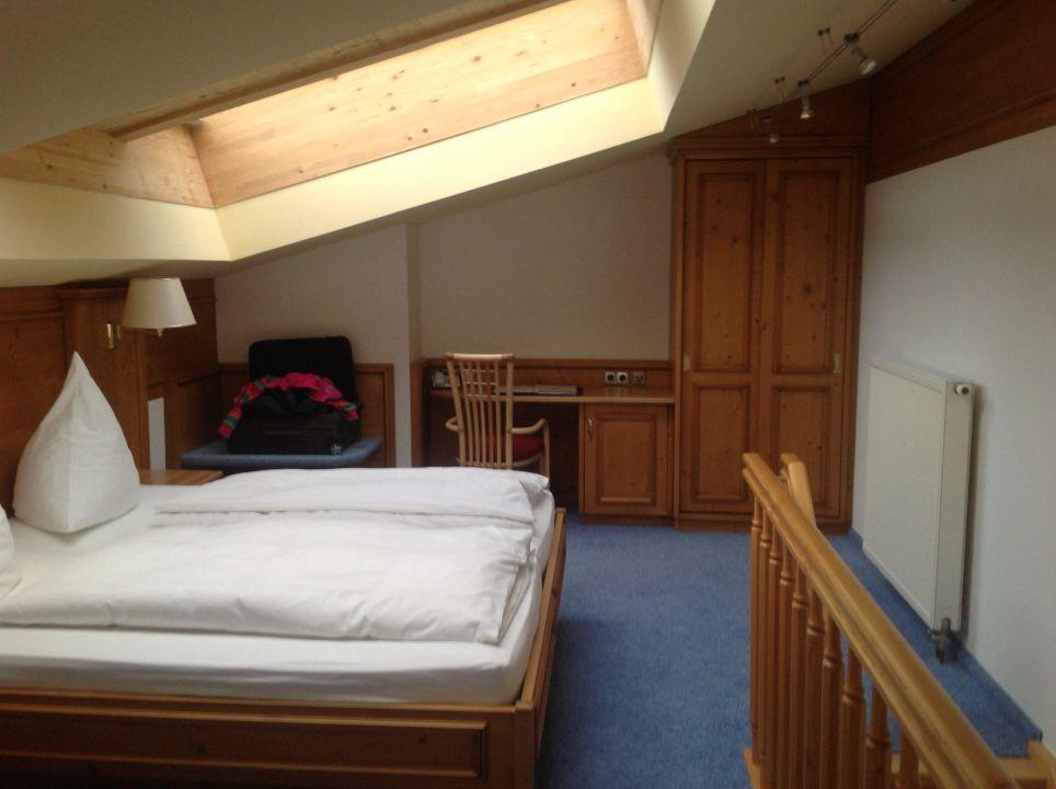unser bett mit dachfenster hotel alpenst ble mittelberg vorarlberg holidaycheck. Black Bedroom Furniture Sets. Home Design Ideas