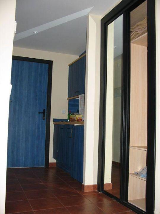 Die Küche im Zimmer, vom Bett aus gesehen TUI FAMILY LIFE Islantilla