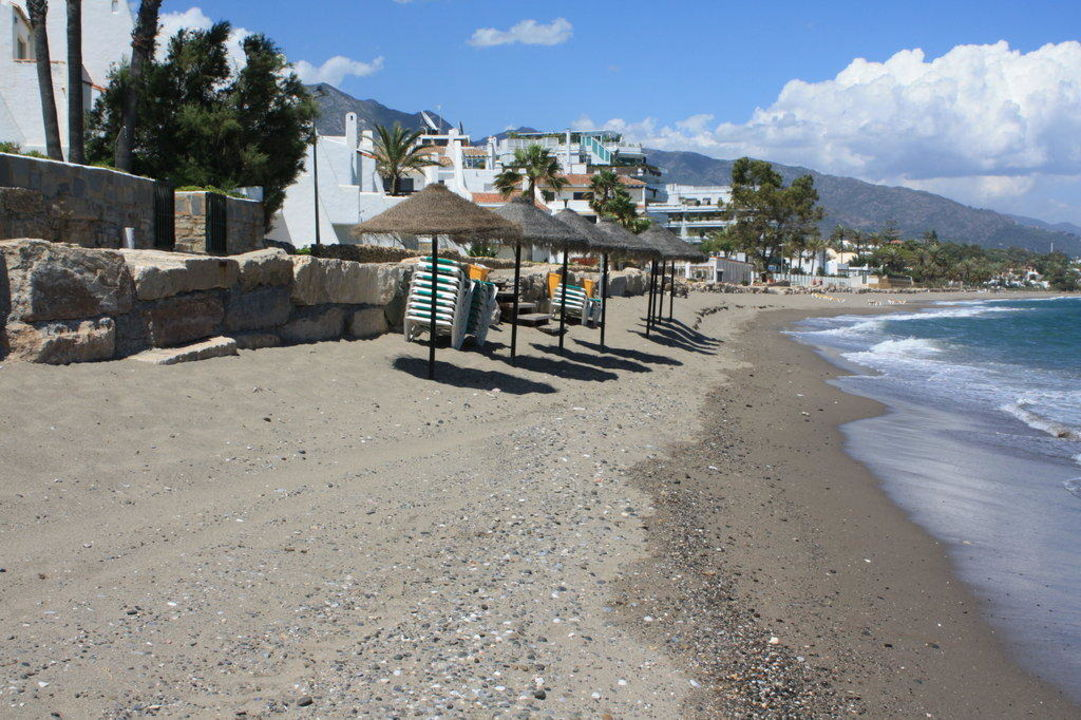 Schmaler Hotelstrand Iberostar Marbella Coral Beach