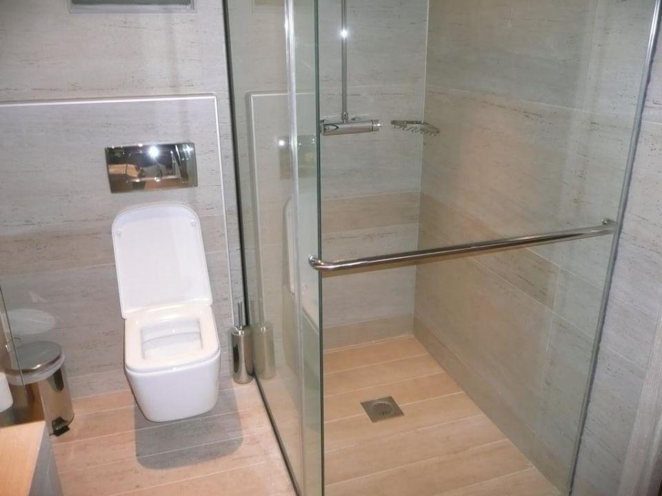 toilette und dusche mit schiebet r aquagrand luxury hotel lindos adults only lindos. Black Bedroom Furniture Sets. Home Design Ideas