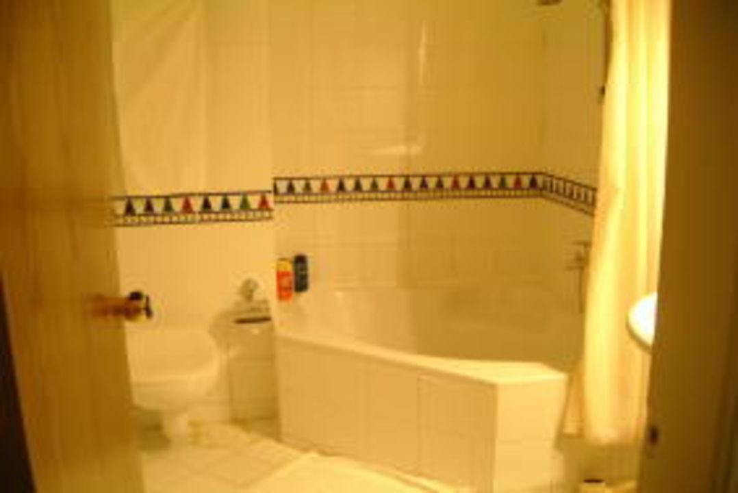 Badezimmer mit Eckbadewanne Movie Gate Golden Beach Hurghada