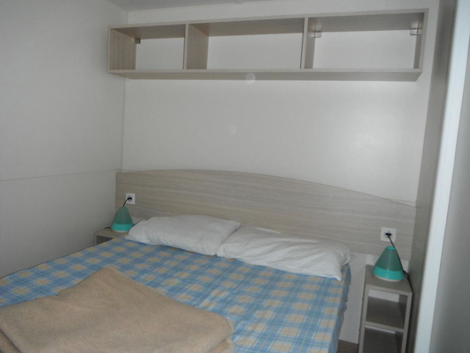 bett 140x200 cm mobilheim standard camping union lido cavallino treporti holidaycheck. Black Bedroom Furniture Sets. Home Design Ideas