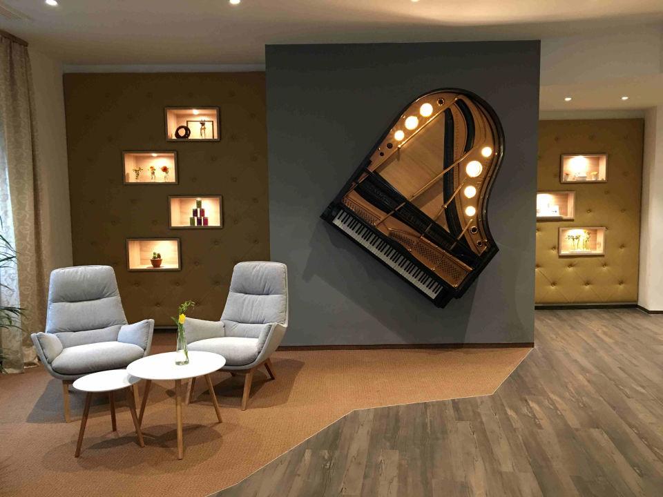 an der wand weinkisten an der wand with an der wand best die kreative kombination von foto. Black Bedroom Furniture Sets. Home Design Ideas