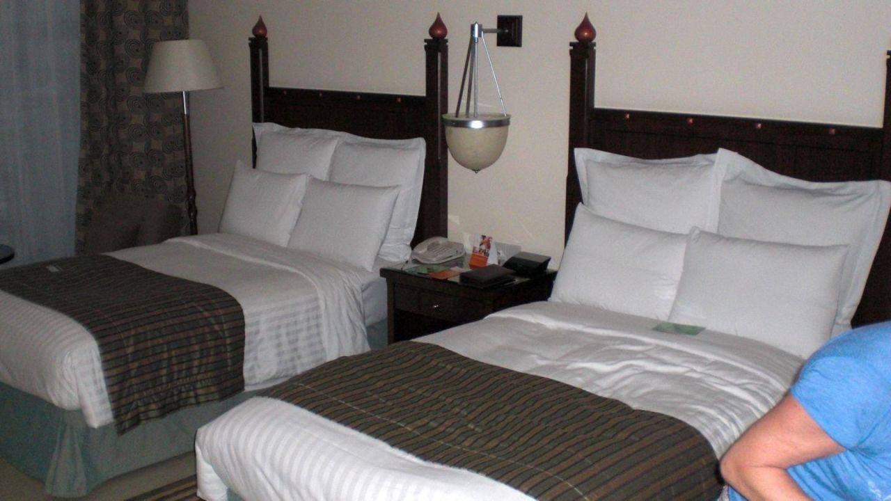 bild schreibtisch mit wasserkocher kaffee etc zu salalah marriott resort in mirbat. Black Bedroom Furniture Sets. Home Design Ideas
