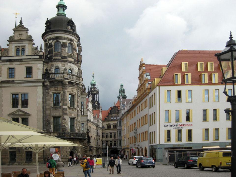 Rechts Das Hotel Links Das Grüne Gewölbe Hyperion Hotel Dresden Am