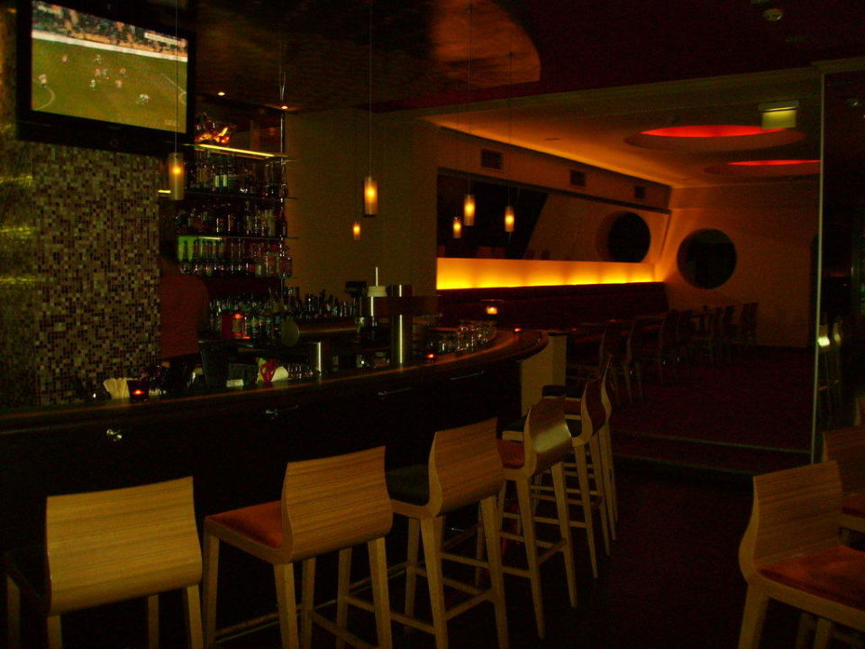 Bar mit Restaurantteil CityHotel Monopol