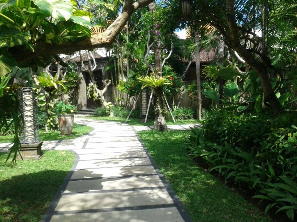 Sicht zum Eingang der Three Bedroom Kamuela Villas & Suites Sanur
