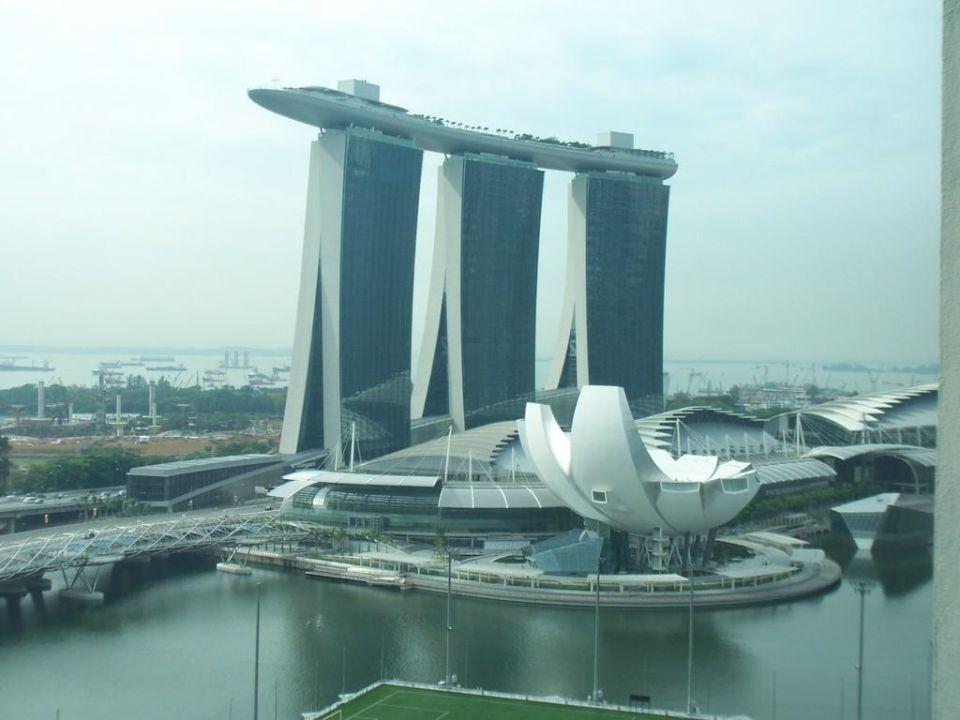 ausblick auf das geb ude mit dem schiff hotel the mandarin oriental singapore singapur. Black Bedroom Furniture Sets. Home Design Ideas