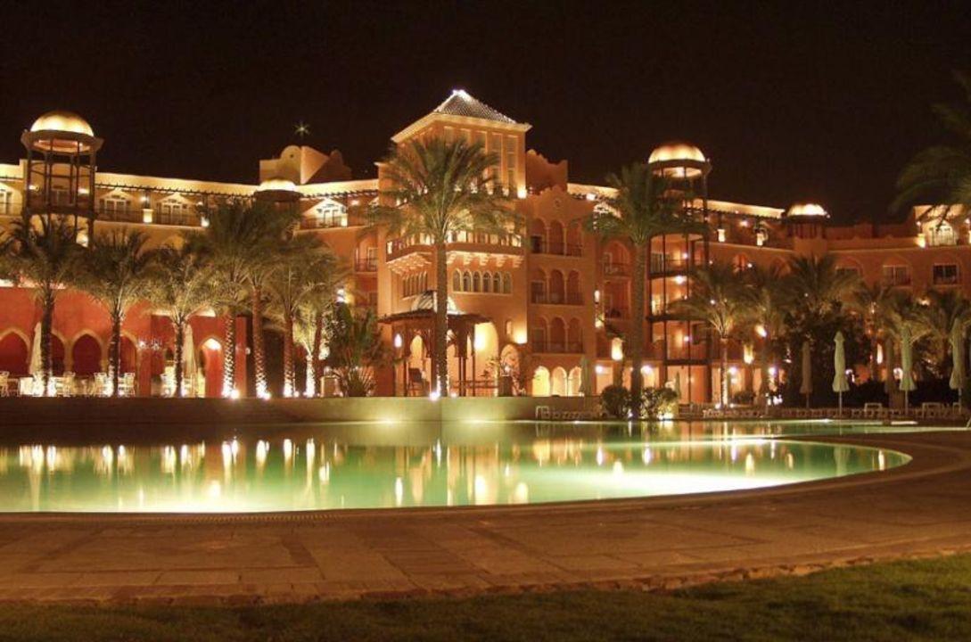 Grand Resort bei Nacht The Grand Resort