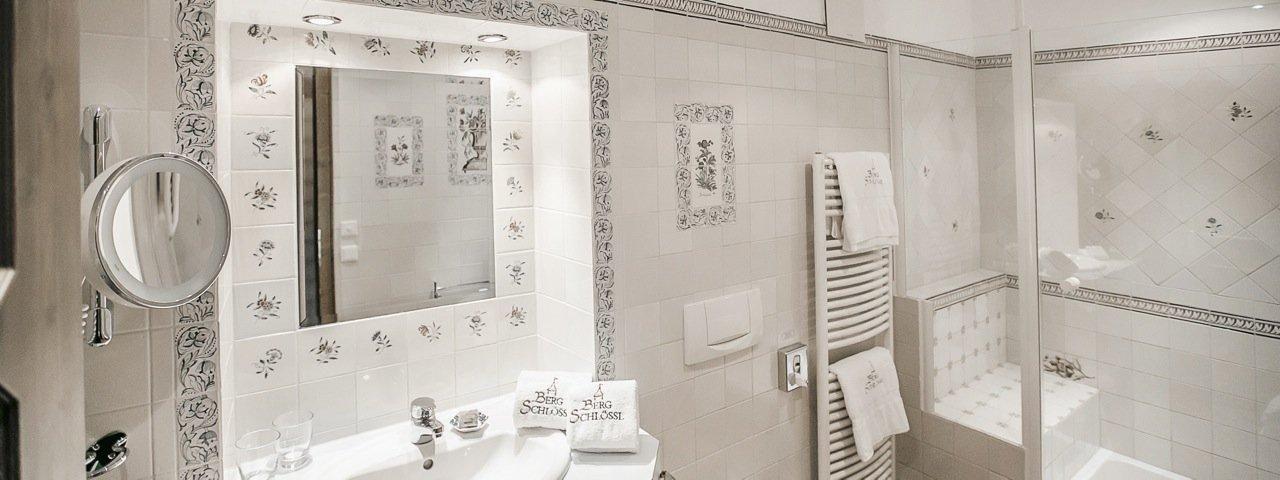 Badezimmer Mit Delfter Fliesen Hotel Bergschlössl