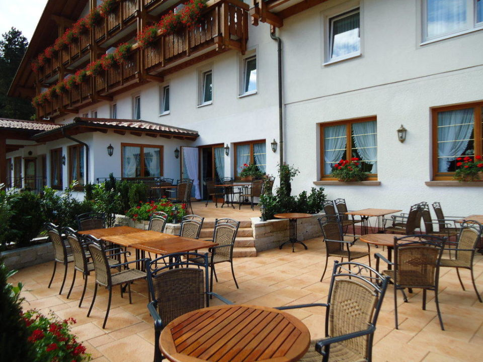 Neue große Außenterrasse Hotel Sonne Baiersbronn