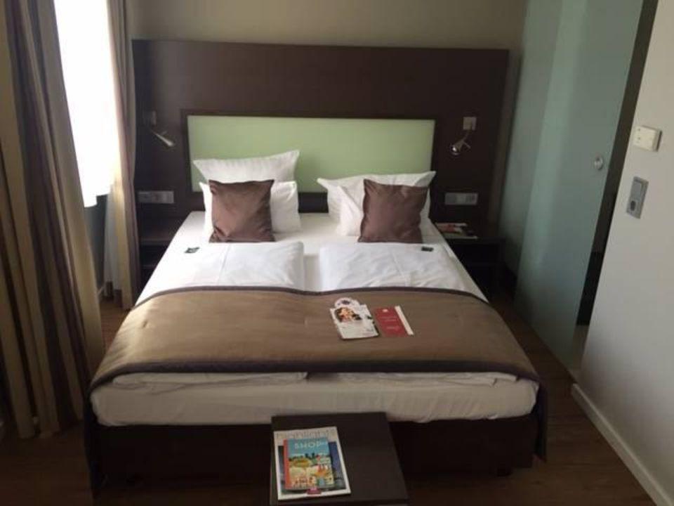 Kleines Zimmer Aber Ausreichend Das Doppelbett Leonardo Hotel