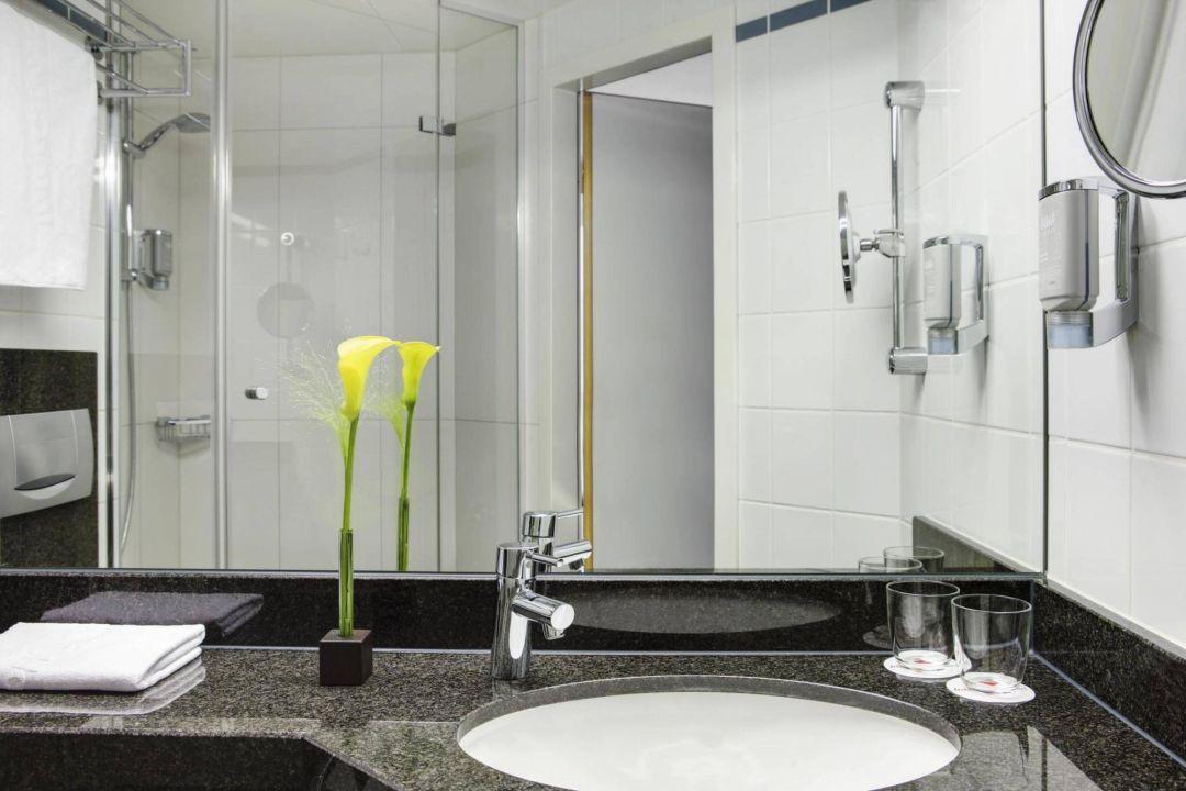 badezimmer intercityhotel n rnberg in n rnberg. Black Bedroom Furniture Sets. Home Design Ideas