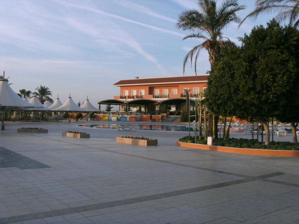Blick auf das Hotel Crystal Paraiso Verde Resort & Spa