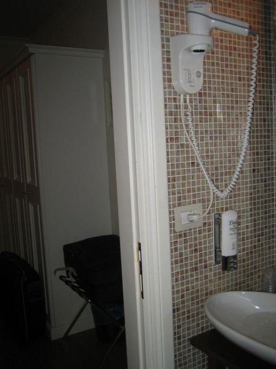 Bad und Zimmer Hotel Flann O'Brien Rooms