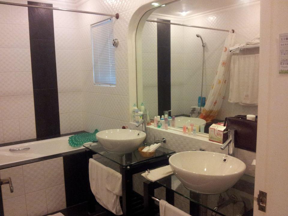 Grosses Bad Mit Zwei Waschbecken Monaco Suites De Boracay Hotel