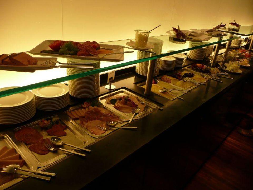 bild fr hst ck in buffet form zu empire riverside hotel hamburg in hamburg. Black Bedroom Furniture Sets. Home Design Ideas