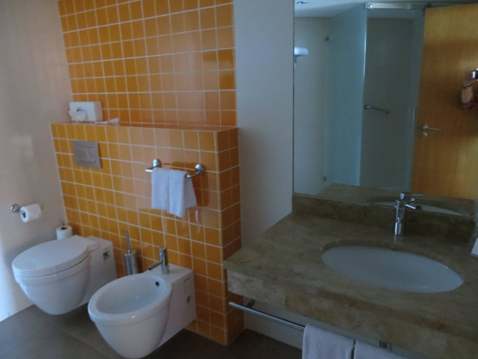 bild gro es badezimmer zu hotel four views oasis in cani o. Black Bedroom Furniture Sets. Home Design Ideas