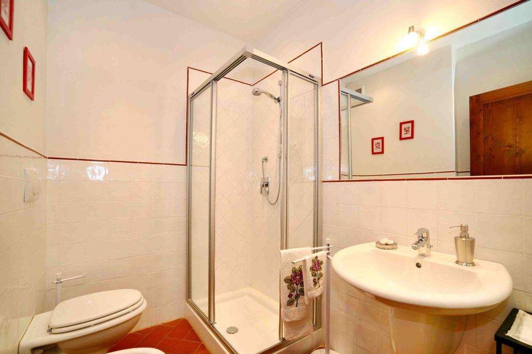 Petrarca apartment - bathroom La Compagnia del Chianti