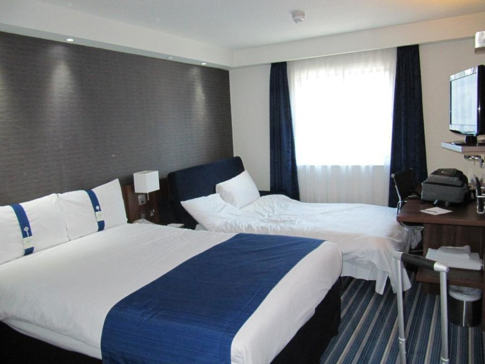 3 bett zimmer hotel holiday inn express london city london holidaycheck gro raum london. Black Bedroom Furniture Sets. Home Design Ideas