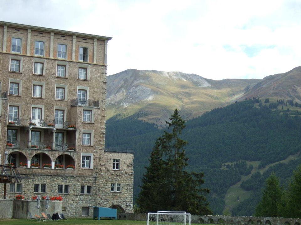 Bergblick von der Gartenseite Hotel Castell