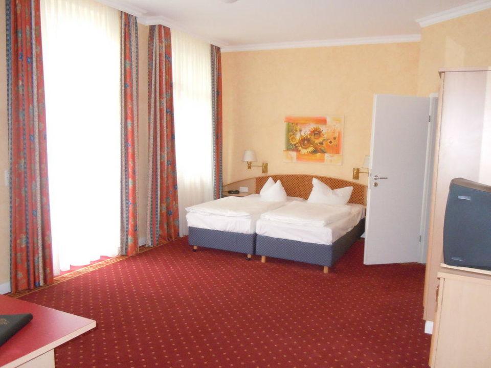 Hotel von außen Vier Jahreszeiten Kühlungsborn -  Hotel