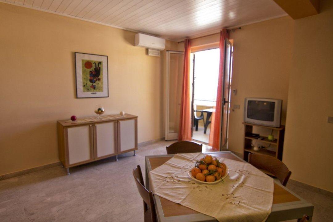 Cucina e soggiorno open space spazi uniti per sfruttare lo spazio