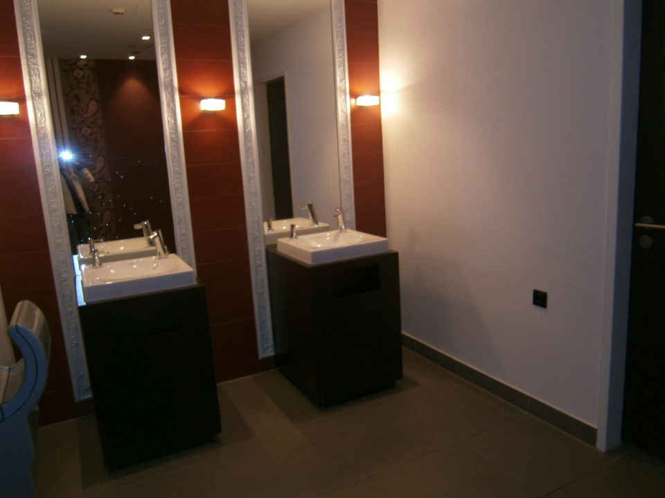 Wc im hotel eingangsbereich erdgescho infinity hotel for Dolce hotel munich