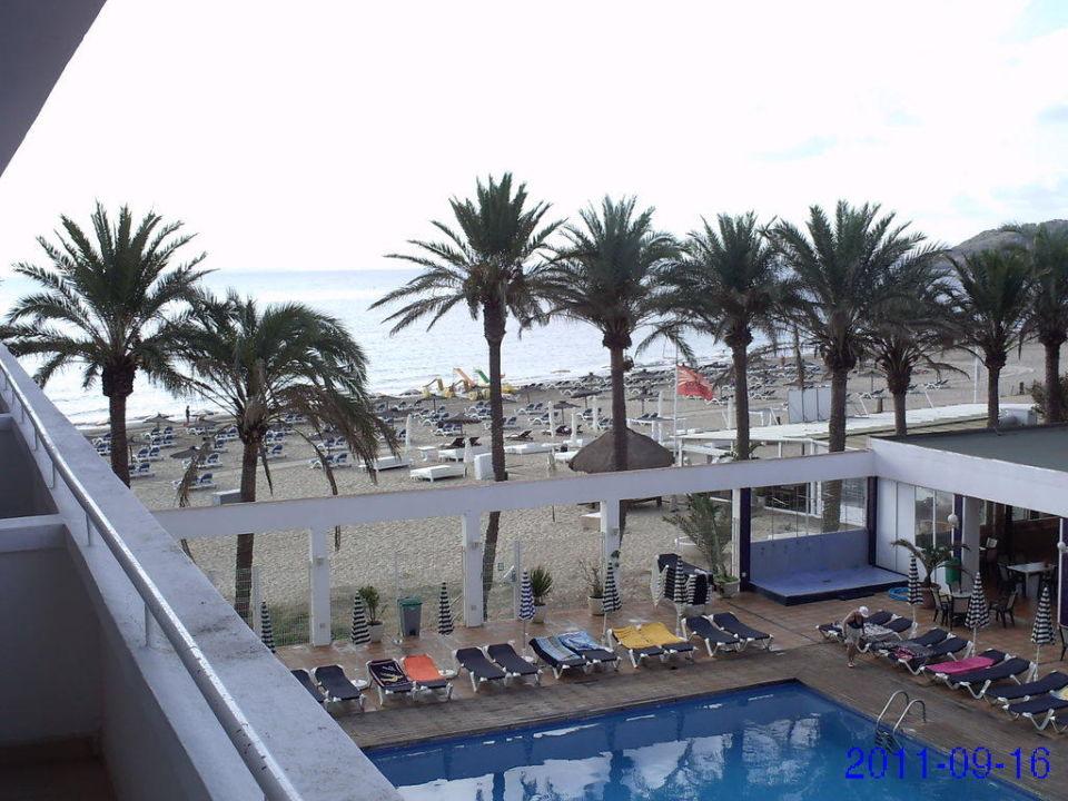 Sitzgelegenheiten beim Pool Ushuaia Ibiza Beach Hotel - The Tower / The Club