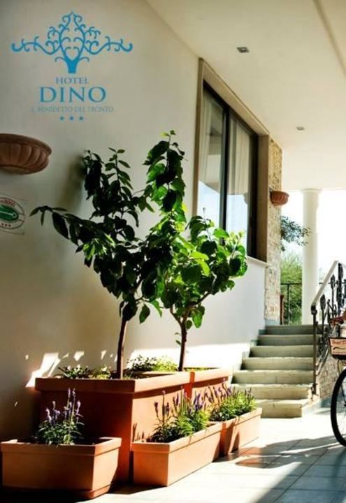 Ingresso dal Lungomare Hotel Dino