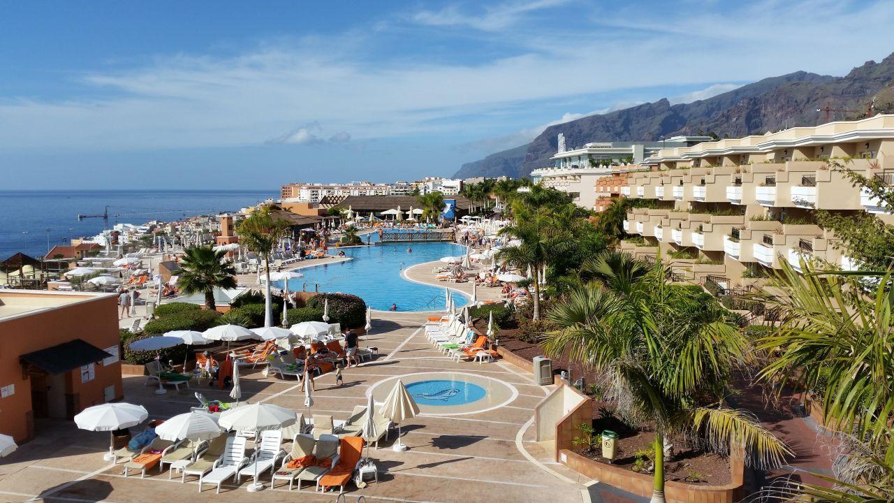 Pool und los gigantes be live family costa los gigantes puerto de santiago holidaycheck - Hotel be live family costa los gigantes puerto de santiago ...