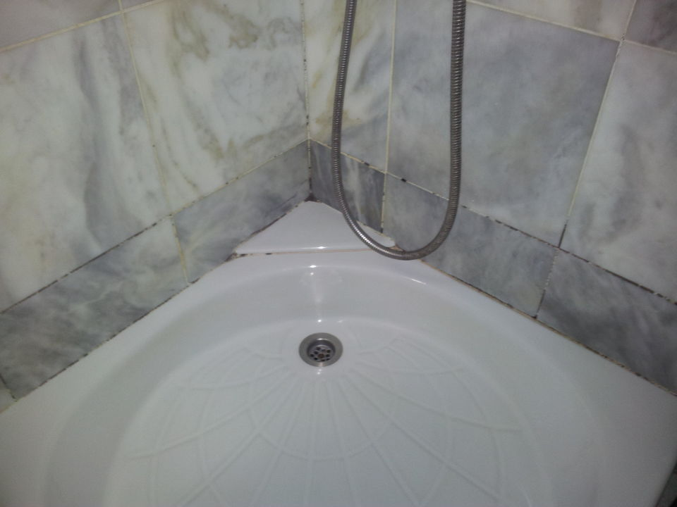 schimmel im bad miramare resort hotel spa in agios. Black Bedroom Furniture Sets. Home Design Ideas