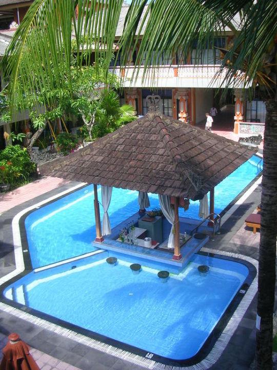 Kleiner Pool von der Terrasse aus fotografiert Hotel Wina Holiday Villa