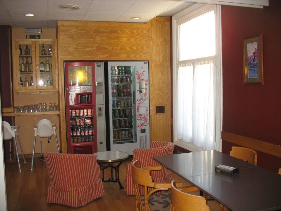 Área de restaurante abierto 24 horas. Autoservicio Hotel Central