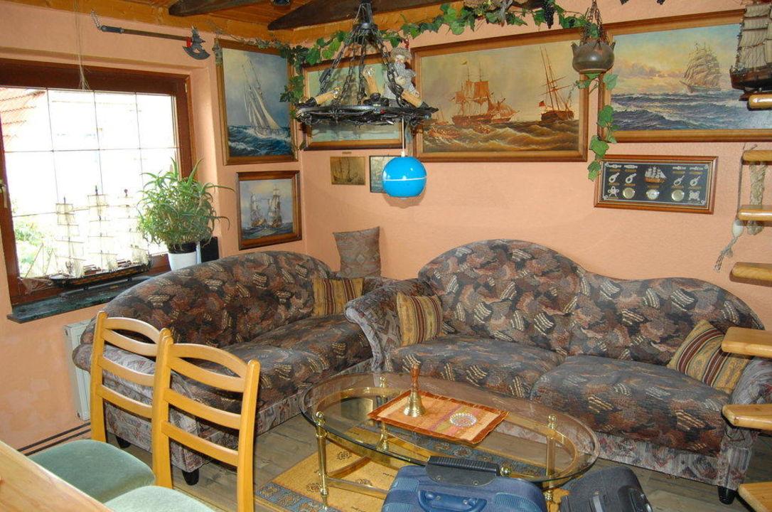 Wohnzimmer gegenüber der Esstisch und TV FeWo Am Kagenmarkt F337