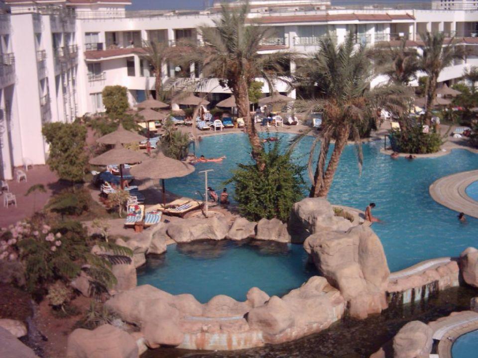 Blick auf den unteren Poolbereich 3 Sharming Inn Hotel